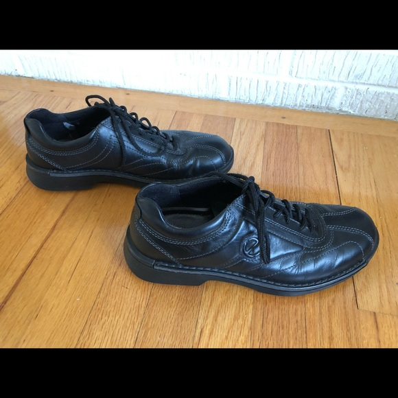 ecco walking shoes